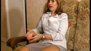 Une MILF Française baisée sauvagement lors d'une interview